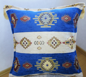 シェニール織りトルコ製クッションカバーネイティブ/キリムデザイン (インディゴブルー&クリーム)